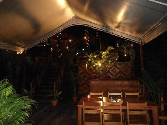 Baan pla Rawai Bouillabaisse : Salle de restaurant