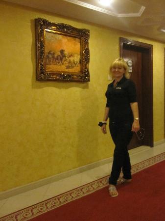Al Bustan Tower Hotel Suites : коридор 21 этажа
