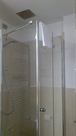 Best Western PLUS Hotel De Capuleti: Doccia con cromoterapia