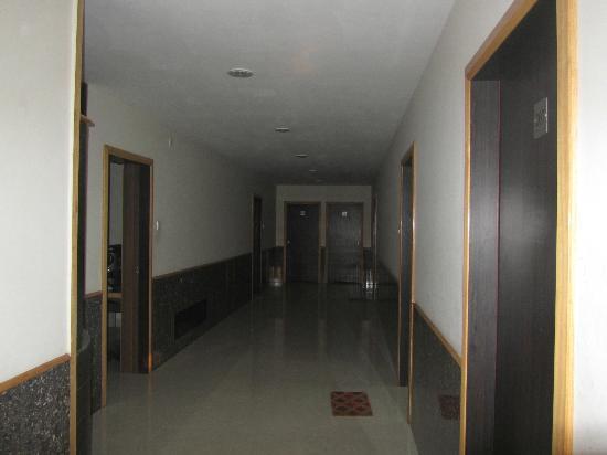 Hotel Nand Nandan: b