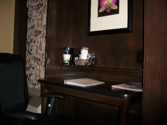 Hampton Inn Janesville: Desk