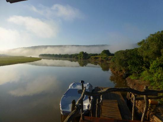 Kariega Game Reserve - Main Lodge: veiw at 5.30 am from the decking area