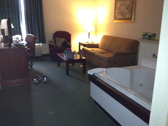 Hampton Inn Manheim: Old furniture, strange layout