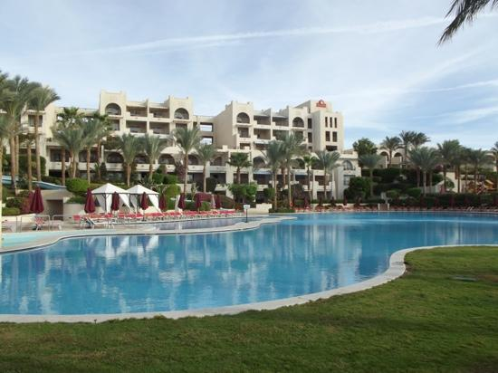 Grand Rotana Resort & Spa: pool view... just part of the large pool..