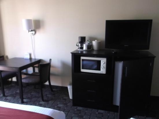 Holiday Inn Express Solana Beach/Del Mar: Mini fridge and microwave
