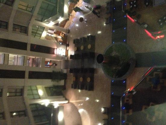 Sofitel London Gatwick: Lobby birds eye view