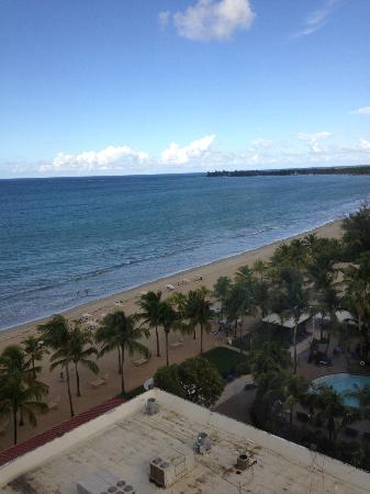 Courtyard by Marriott Isla Verde Beach Resort: View of beach from 10th floor