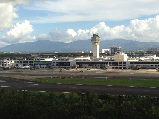 Courtyard by Marriott Isla Verde Beach Resort: View of airport from hotel