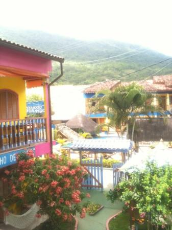 Pousada Pedacinho de Ceu: Breakfast on terrace overlooking mountains