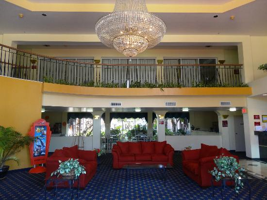 Howard Johnson Inn and Suites Central San Antonio: Lobby