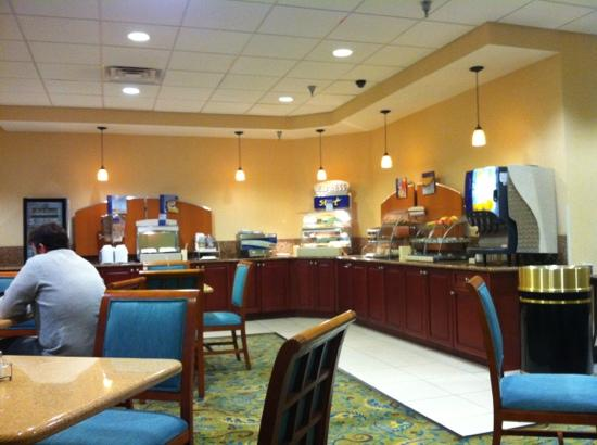 Holiday Inn Express Downtown Richmond: the breakfast buffet