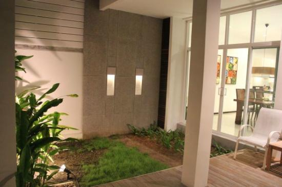 Two Villas Holiday Oriental Style Naiharn Beach : garden