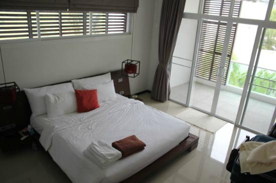 Two Villas Holiday Oriental Style Naiharn Beach: bedroom