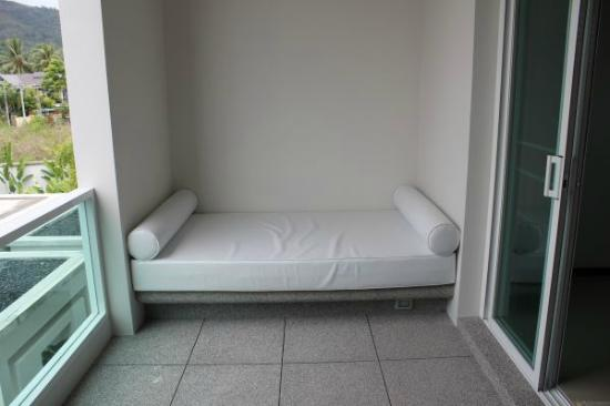 Two Villas Holiday Oriental Style Naiharn Beach: sofa in bedroom balcony