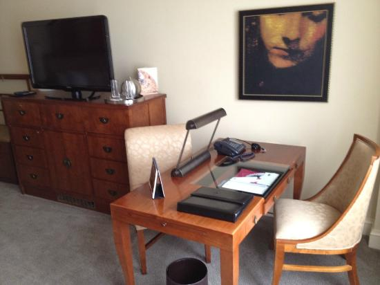 Mandarin Oriental, Washington DC: Desk area allowed me to do some work