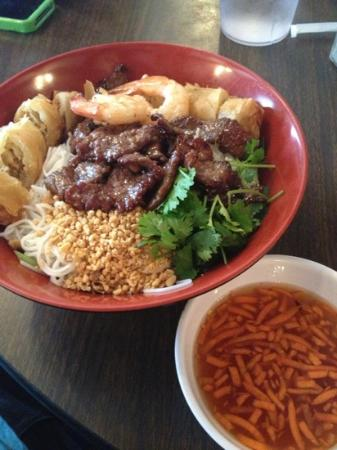 Hu Dat Restaurant: the Bun Combo