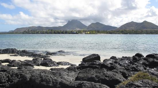 Four Seasons Resort Mauritius at Anahita: View of resort from Island