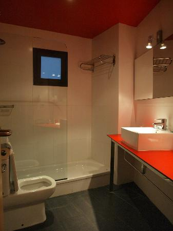 Hotel Ciutat de Barcelona: Bathroom