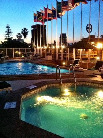 Crowne Plaza Santiago: Pool/jacuzzi area