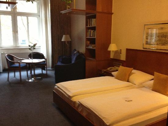 Austria Classic Hotel Wien: Huge room