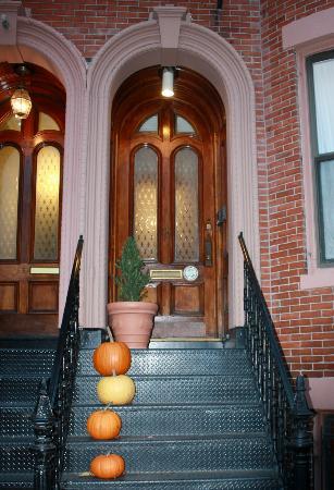 Montgomery Place: Porta principale dell'abitazione