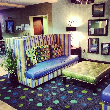 Holiday Inn Express Hotel & Suites Salem: The lobby. I LOLed.