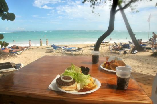 Grand Palladium Punta Cana Resort & Spa: beach snack bar