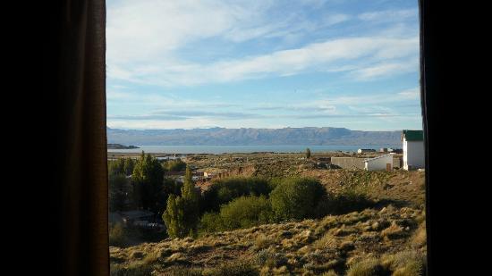 Posada Newenkelen: El lago Argentino por la mañana desde la Posada