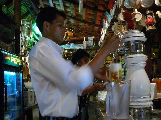 Charly's Bar & Restaurant : An der Bar
