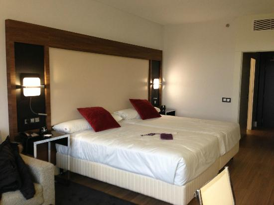 letti king size - Picture of Courtyard Madrid Princesa, Madrid ...
