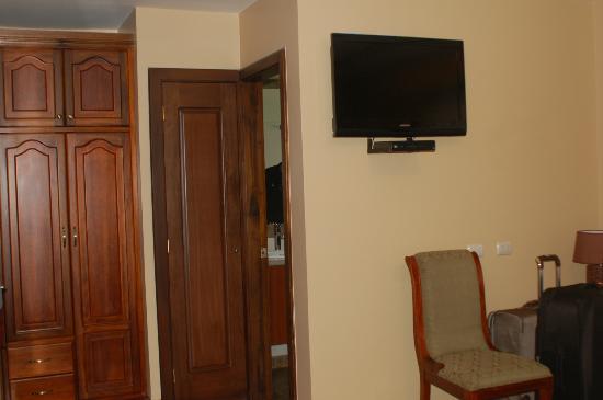 Hotel San Juan: Entry/closet