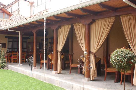 Hotel San Juan: Courtyard dining