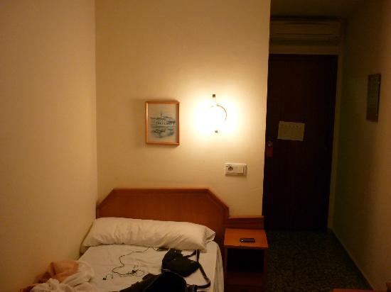Hotel Celymar: bed