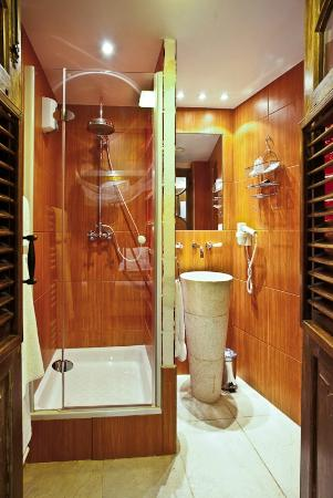 Brussels Welcome Hotel: Salle de bain 2