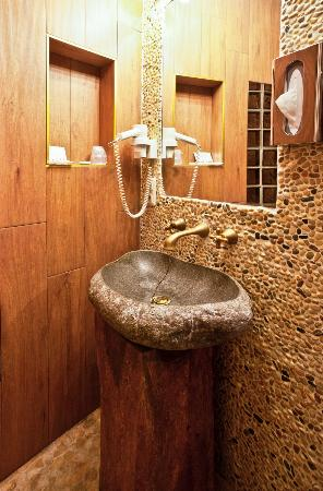 Brussels Welcome Hotel: salle de bain
