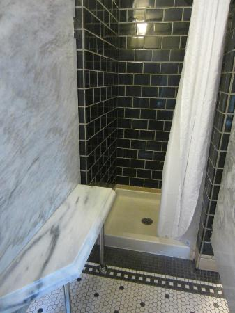 Old Faithful Inn : Old section shower