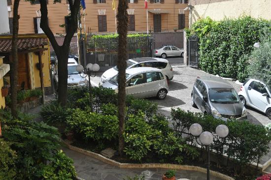 Villa San Lorenzo Maria Hotel: Courtyard