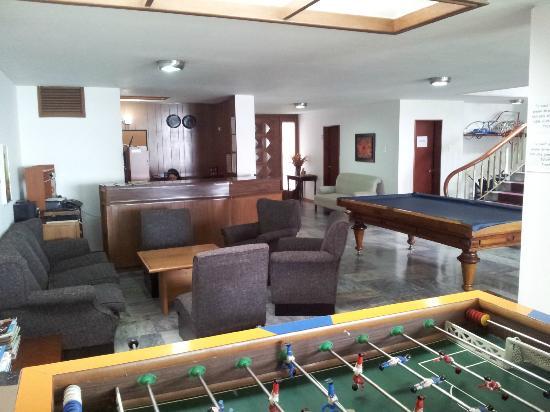 Hotel Las Palmas: Underholdning består af pool, bordfodbold, stort TV i tv-stuen (der er nye fjernsyn på alle være