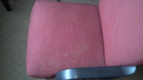 Stadium Inn: Nasty white-stained office chair