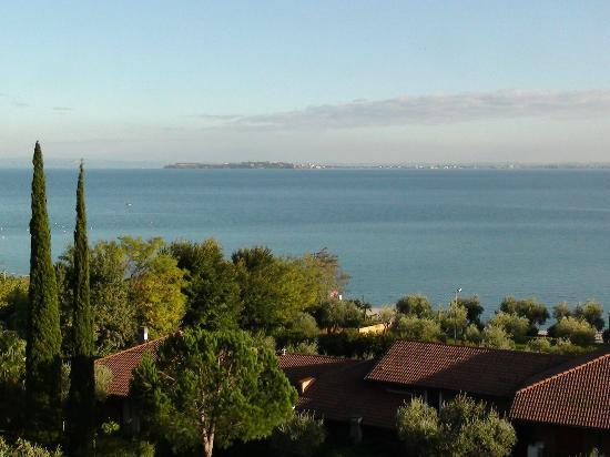 Hotel Riva Del Sole: vista sulla penisola di Sirmione