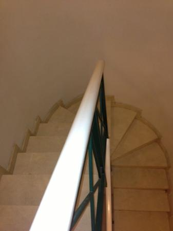 Green Garden Resort & Suites: the stairs to the downstairs in our room