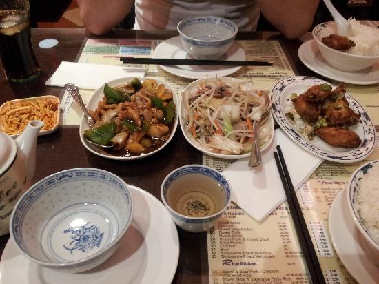 Noodle King: Chicken with green pepper in black bean sauce, Roast pork chop suey, Sult and chilli chicken win