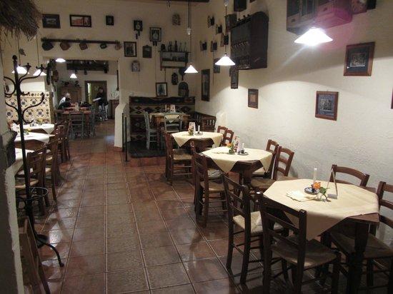 Gospoda CK Dezerter: Main dining room