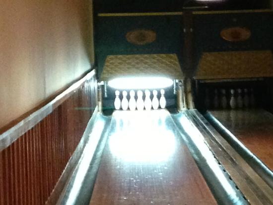 The Whiteface Lodge: Bowling alley - very retro.