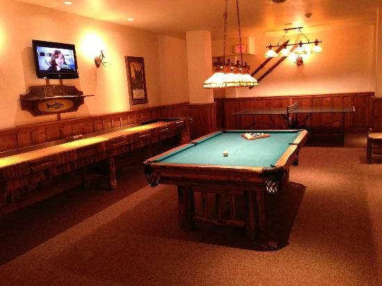 The Whiteface Lodge: Pool table