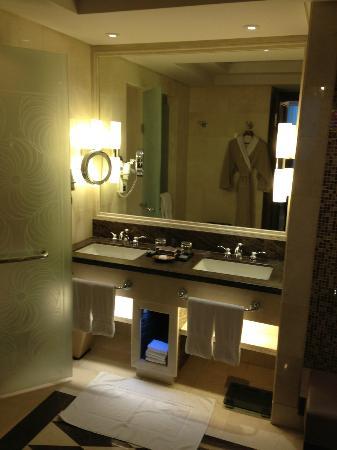 Raffles Makkah Palace : Bathroom
