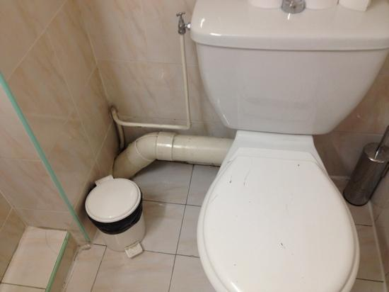 Villa Saint Exupery Beach : cano a mostra no banheiro