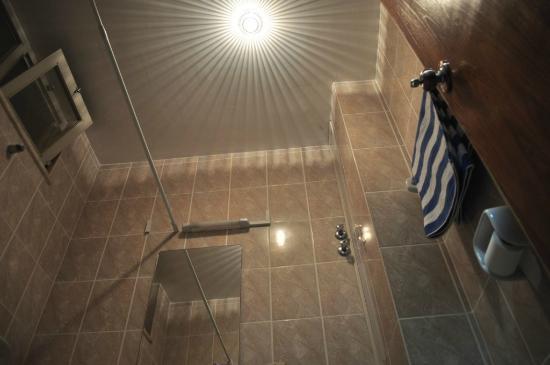 Rediet Hotel: Really interesting lighting in bathroom