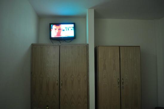 Rediet Hotel: TV is not visible from all parts of room.