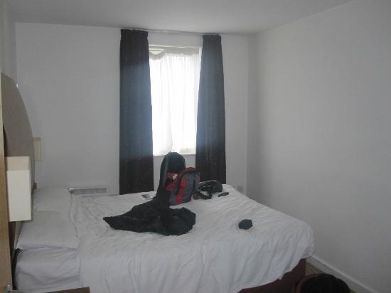 PREMIER SUITES Birmingham: Bedroom